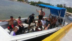 buzos a bordo de la embarcacion Gran Kraken