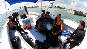 buzos a bordo de la Gran Kraken