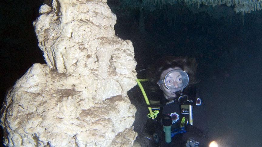 buceadora en Cenote Pedrin