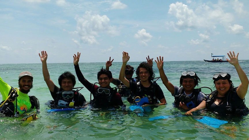 alumnos de buceo en Mahahual