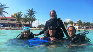 que hacer en Mahahual : bucear en el arrecife
